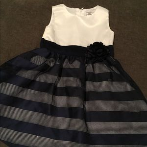 Very pretty navy and white 2T dress